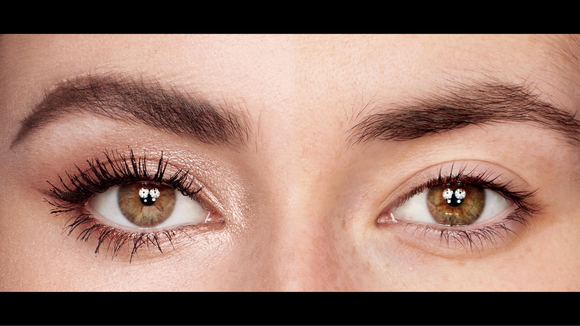 عيون-مرأة-مكياج