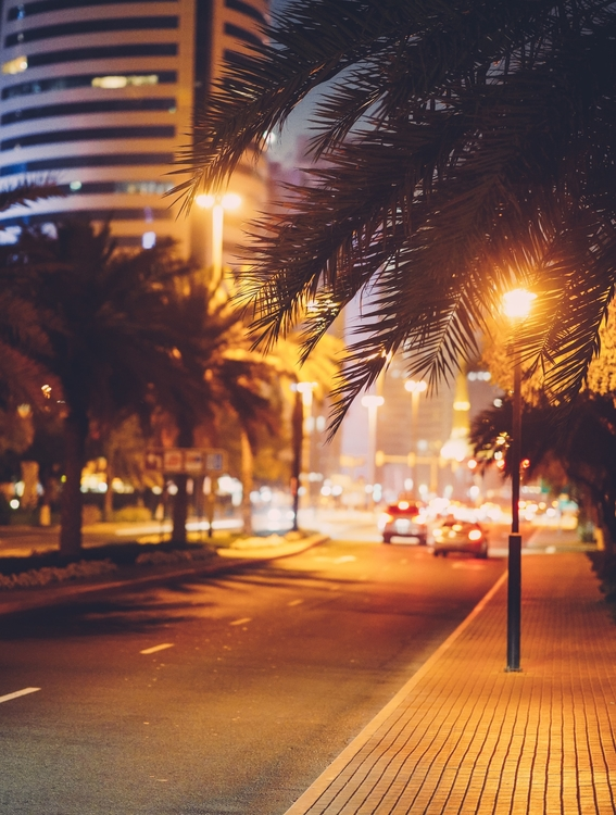 المقيمين في إمارة دبي يحتاجون إلى تصريحات للخروج من المنزل