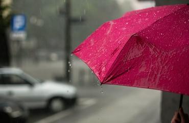 شاهدي بالفيديو كيف اغرقت الأمطار دبي ثانية