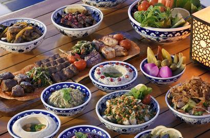 كافيه أرابيسك يدعوكم إلى مائدة إفطار شرقية بامتياز