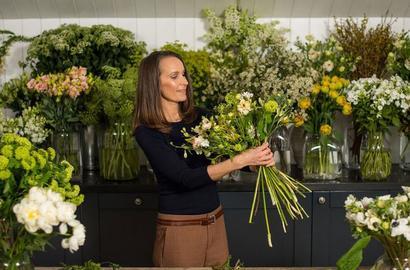 10 طرق بسيطة لتنسّقي الأزهار بطريقة رائعة في منزلك!