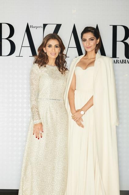روزمن مع الممثلة الهندية سونام كابور. كابور في فستان من Ashi studio وحذاء من مانولو