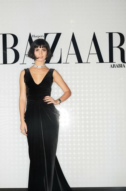 الممثلة التركية توبا بويوكستون في فستان من Tuvanam