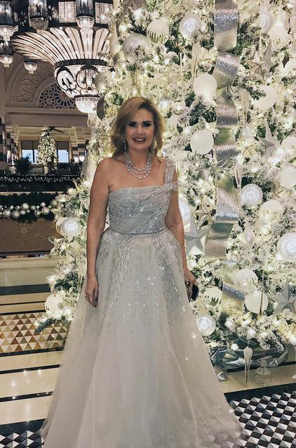 النجمة يسرا في فستان من تصميم رامي العلي