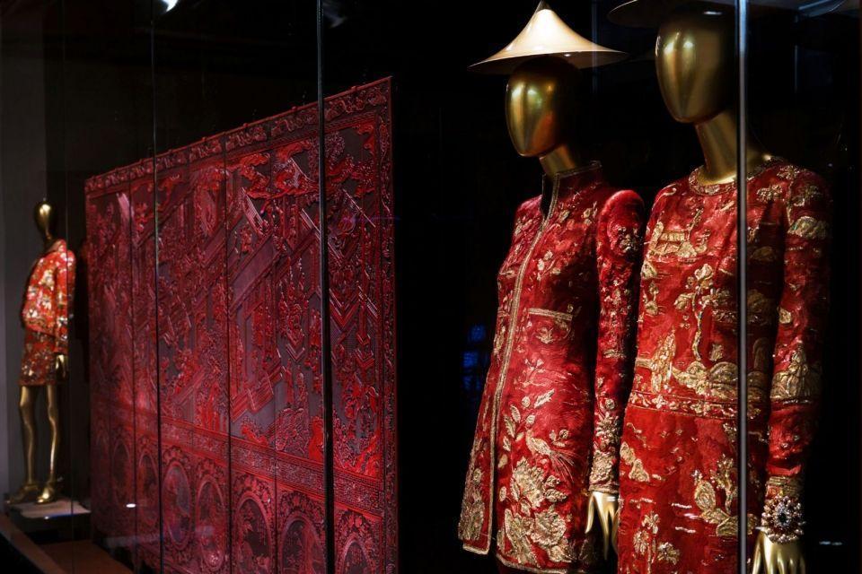 معرض China Through the Looking Glass: غرابة ما بعدها غرابة