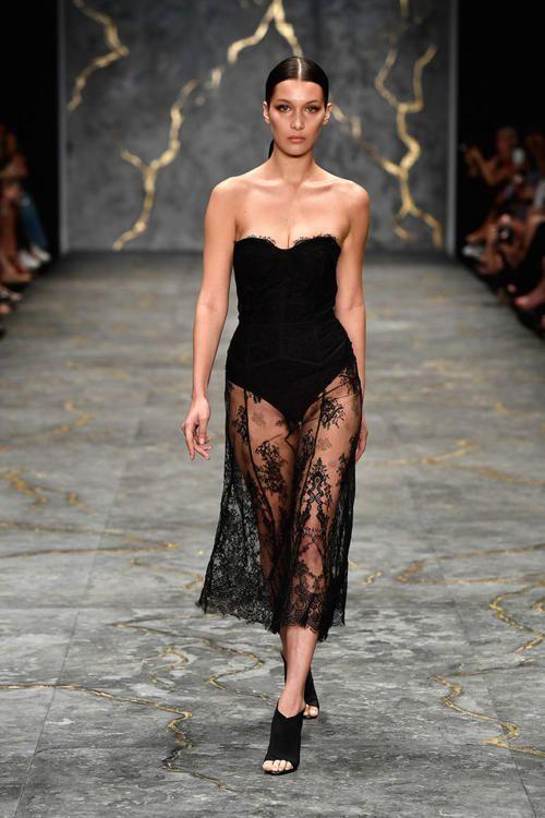 بيلا حديد تشارك في عرض أزياء فيكتوريا سيكرت لعام 2016