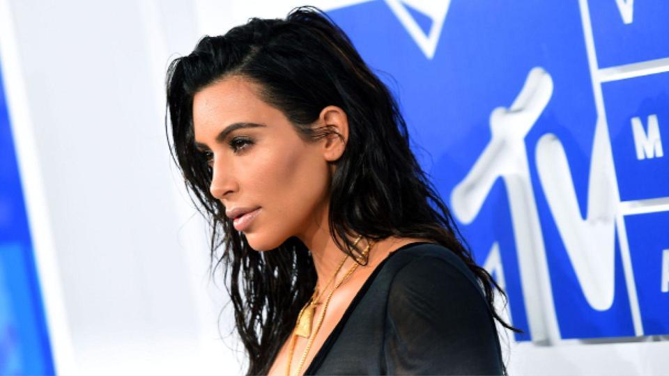 Kim Kardashian تعود إلى مواقع التواصل الاجتماعي بصور عائلية جديدة..