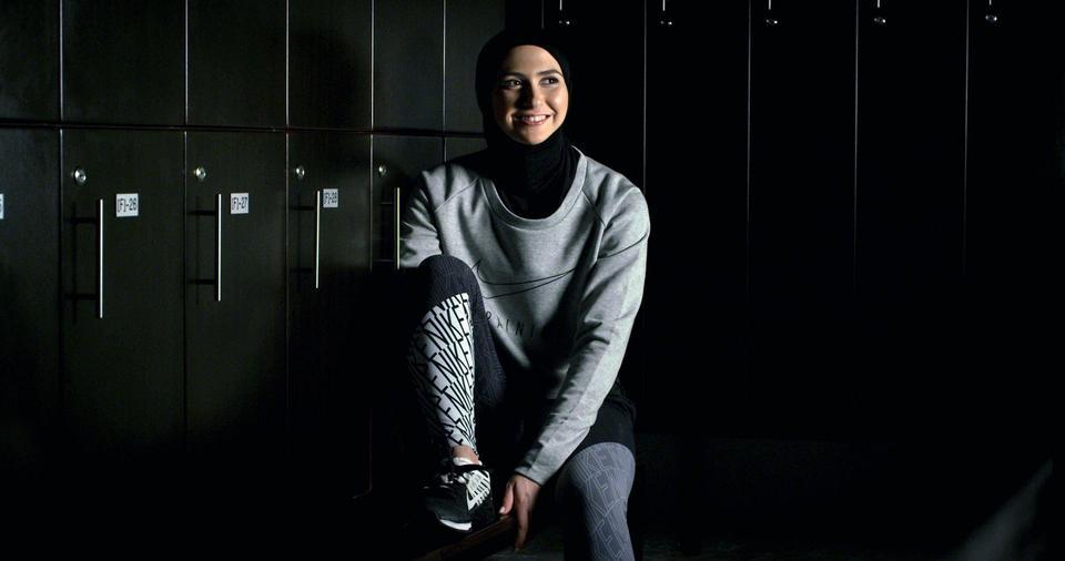 زهرى لاري أول متزلجة إماراتية تشارك في الألعاب الأولمبية الشتوية