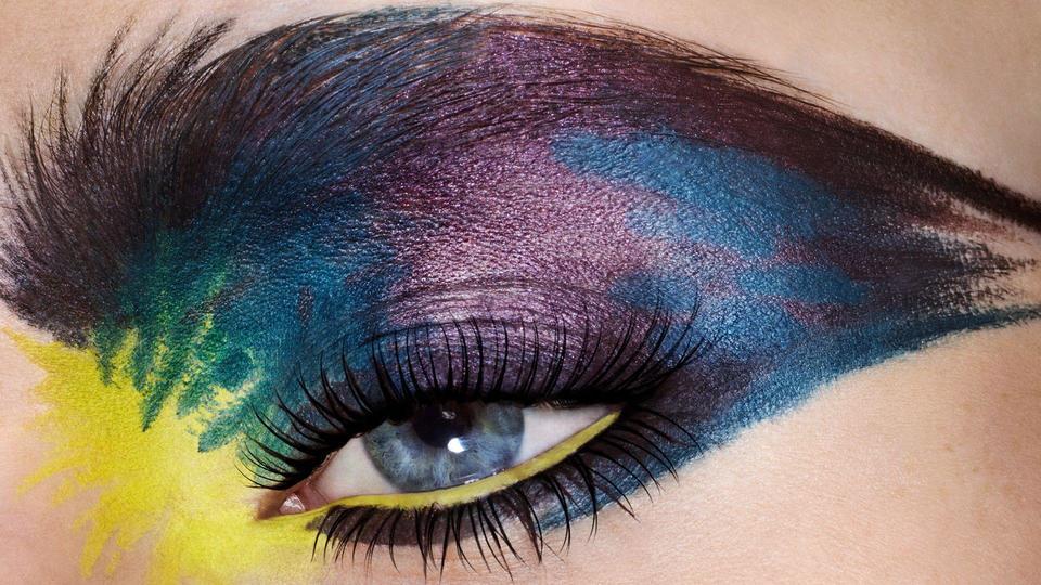 كريستيان لوبوتان يبرز جمال عيون المرأة من خلال مجموعته الجديدة لمستحضرات تجميل العيون