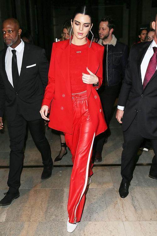 أجمل إطلالات اللون الأحمر