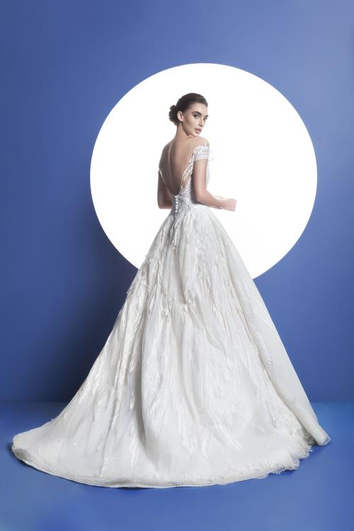 EsposaCouture تخطف الأنظار بمجموعتها الخاصة بالأعراس لربيع وصيف 2017