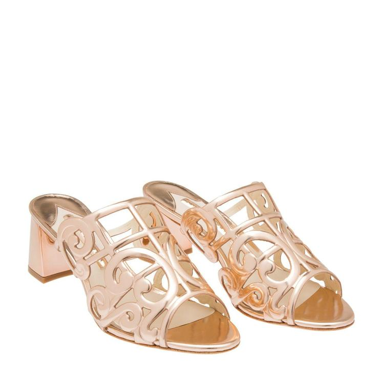 اكتشفي تشكيلة الأحذية الراقية والمريحة من ليفل شوز Level Shoes