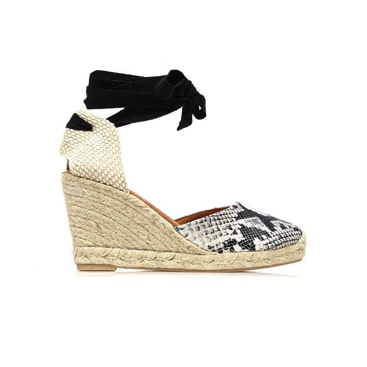 """أناقة، دلال وجرأة مع أحذية الأربطة حول الكاحل من """" كرت جايجر"""""""