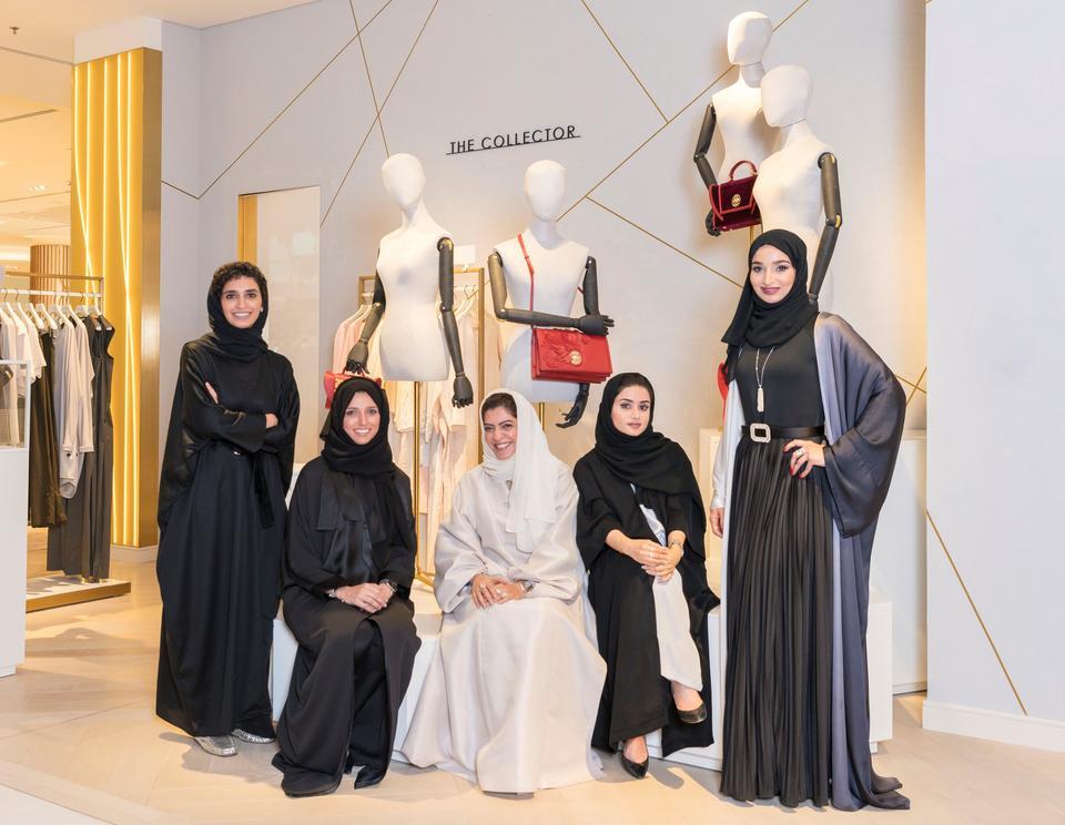 متاجر روبنسونس تعزز مظاهر الأصالة والعراقة عبر منصتها للمصممين الإماراتيين