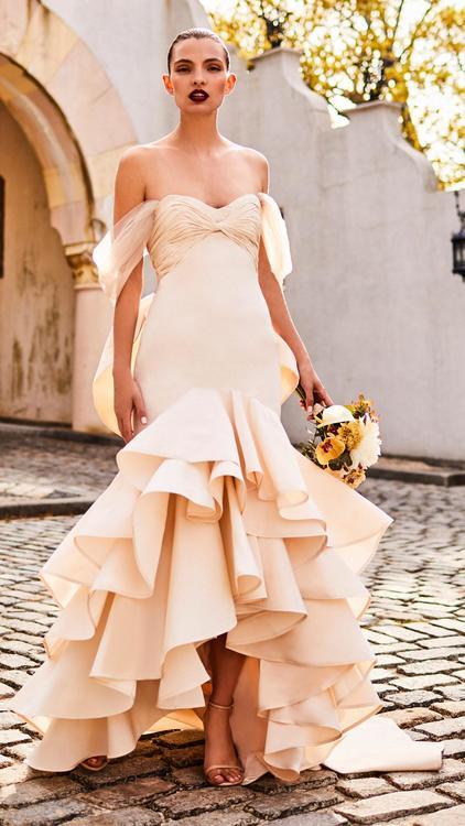 مجموعة فساتين الزفاف لجوانا أورتيز تحطّ رحالها  على موقع مودا أوبراندي