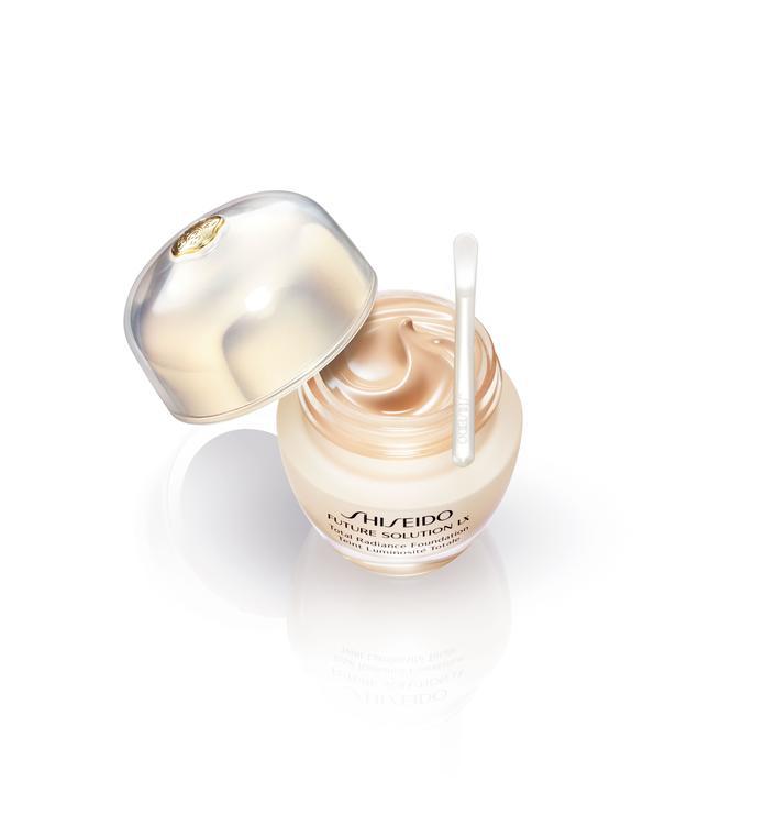 Future Solution LX Foundation.. كريم الأساس الثوري من Shiseido