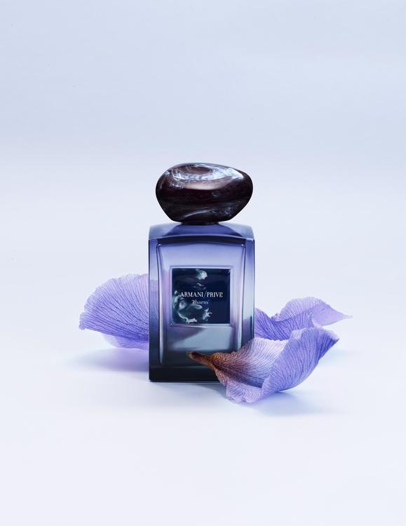 Charm عطر الأناقة والجاذبية من Armani/Privé Édition Couture