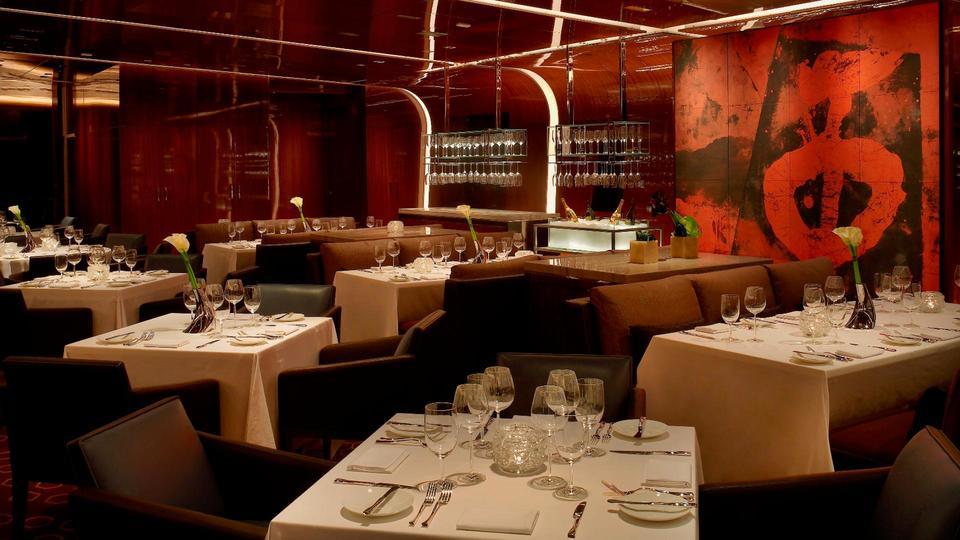 مطعم At.mosphere برج خليفة يقدم قائمة جديدة مميزة من خمسة أطباق