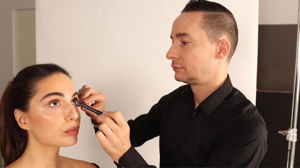 تابعينا في حوار مع خبير التجميل مايكل كولومب من لورا ميرسيه وأهم النصائح والصيحات في عالم التجميل ومستحضراته