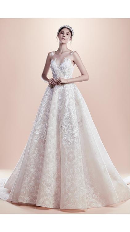 إطلالة ملكية بكل ما تعنيه الكلمة لعروس تتمتع بروح عصرية