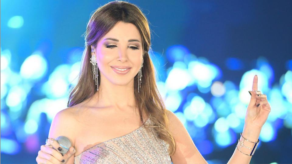 نانسي عجرم تحيي رأس السنة في فستان من توقيع مصمم لبناني
