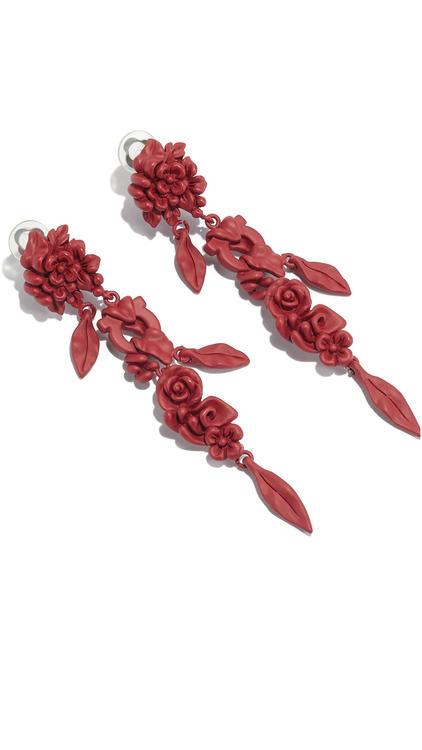 تصاميم مستوحاة من سحر الأزهار وغنية بطبعاتها وألوانها