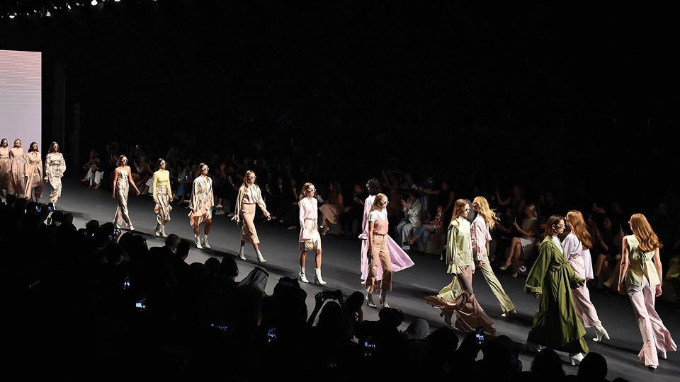 تعرفي على أسباب إلغاء عروض أزياء Fashion Forward للموسم المقبل.. لا يوجد عروض في شهر مارس 2018