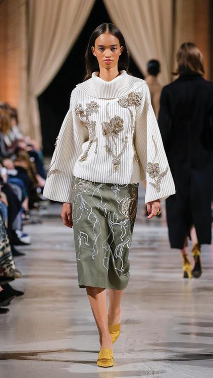 40 إطلالة رائعة من منصة عرض أزياء أوسكار دي لا رينتا Oscar de la Renta لخريف وشتاء 2018