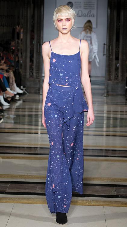 تصاميم العلامة Dee by Dalia  ضمن عروض أزياء أسبوع لندن للموضة