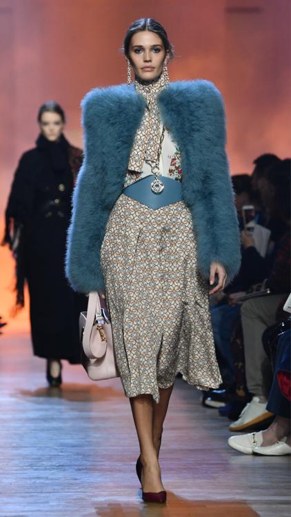 عرض الأزياء الجاهزة للمصمم إيلي صعب خلال أسبوع باريس للموضة