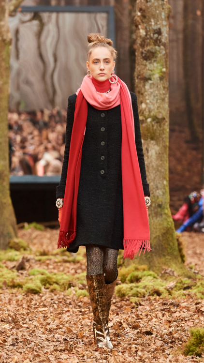 أجواء ساحرة عمّت أرجاء منصة عرض أزياء شانيل لموسم خريف وشتاء 2018