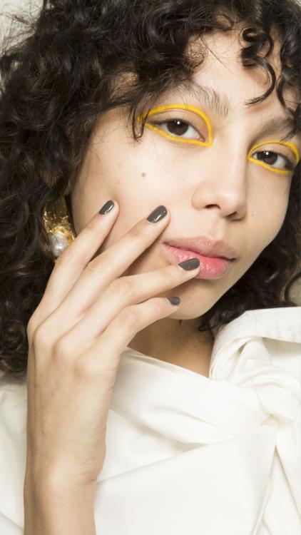 أروع صيحات ألوان وتصاميم الأظافر لموسم خريف عام 2018