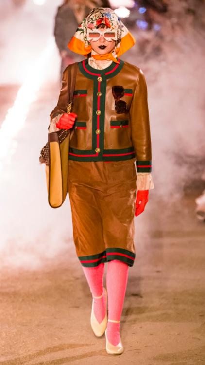 بالصور: شاهدي عرض أزياء غوتشي كروز 2019