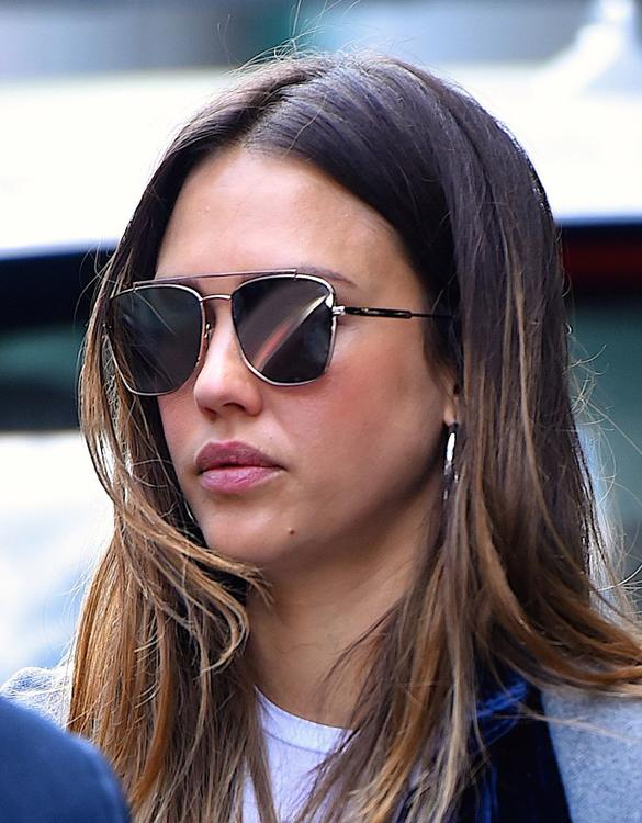 دليلك لاختيار النظارات الشمسية المثالية وفقاً لشكل وجهك