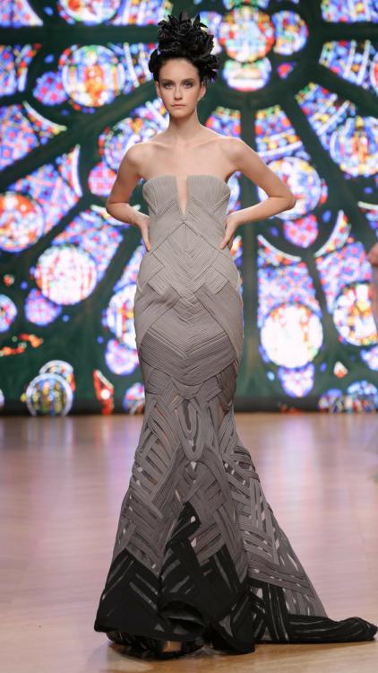شاهدي بالصور مجموعة طوني ورد لخريف وشتاء 2018 من أسبوع الأزياء الراقية في باريس