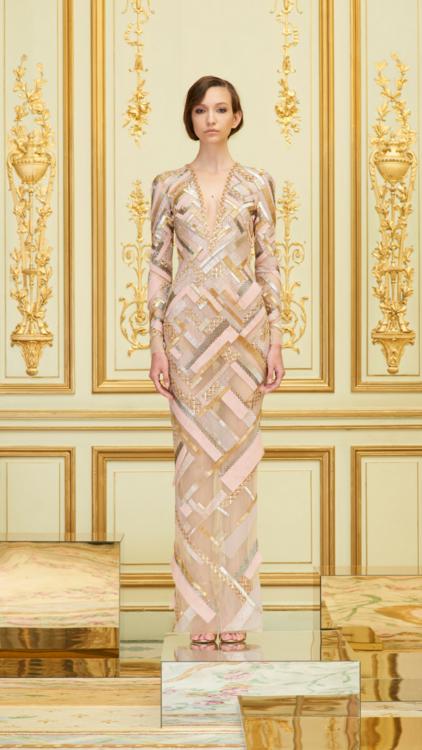 رامي العلي كشف عن مجموعته الجديدة من أزياء خريف وشتاء 2018 في باريس أمس