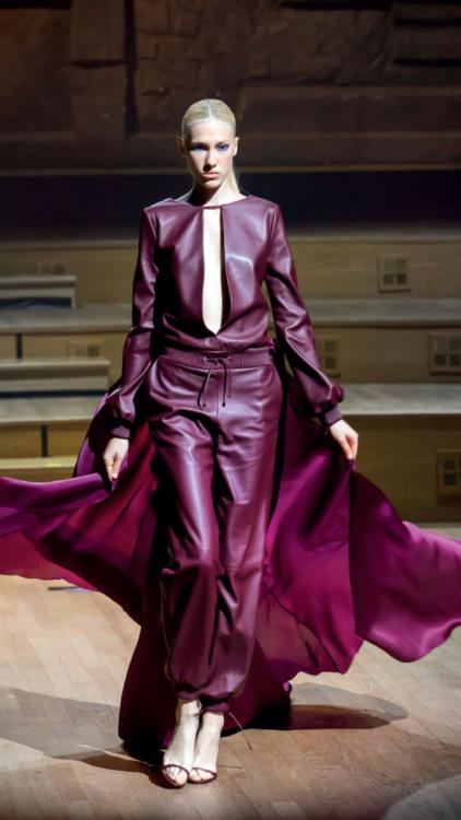 بالصور: مباشرة بعد عرض الأزياء المجموعة كاملة للمصمم الفرنسي  Stephane Rolland