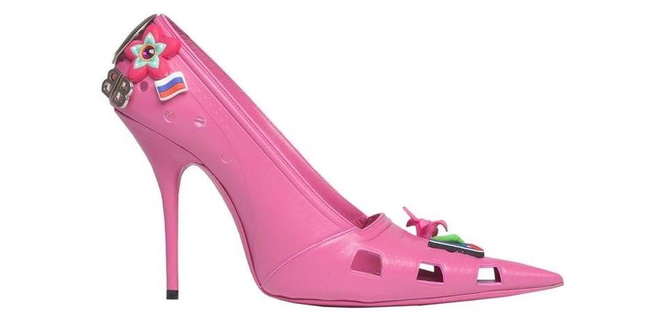 Balenciaga  تبتكر حذاء Croc بكعب عالٍ مستدق!
