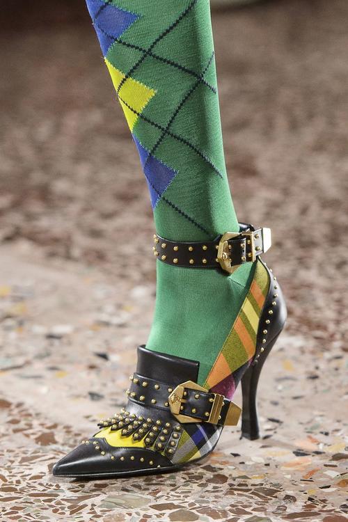 100 من أجمل الأحذية التي شهدتها منصات العرض لموسم خريف وشتاء 2018