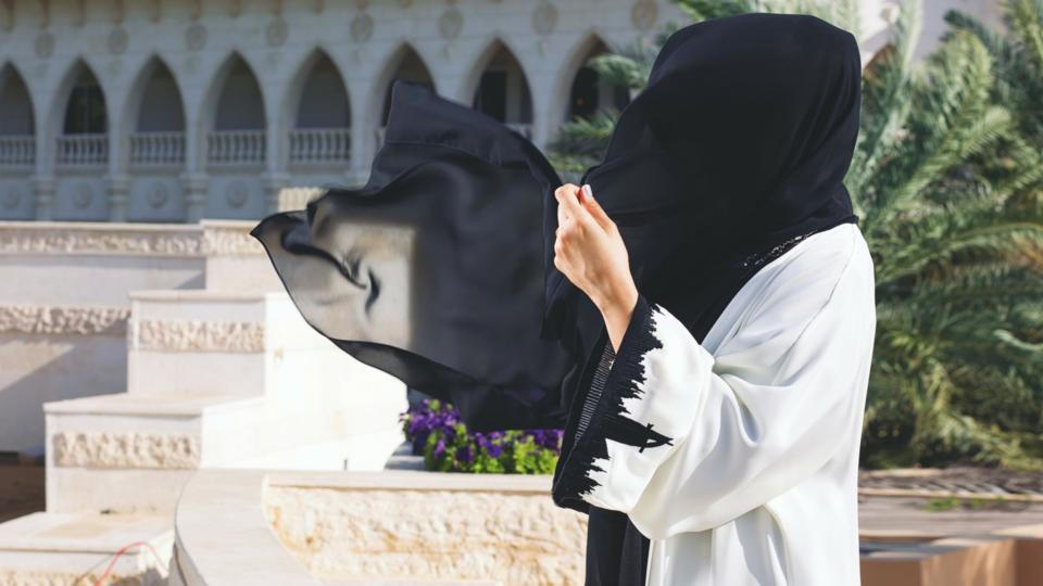 الشيخة ميثة بنت حشر آل مكتوم تهنيء المرأة الإماراتية