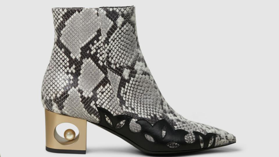 5 أحذية عالية الرقبة يمكنك ارتداؤها في هذا الموسم