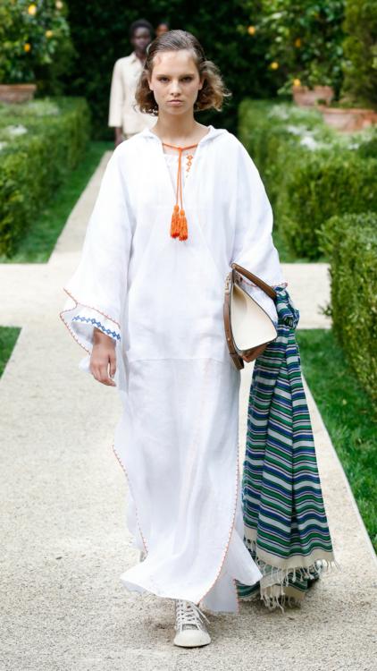 تم استلهام مجموعة اوسكار دي لا رنتا الجديدة من المغرب والهند