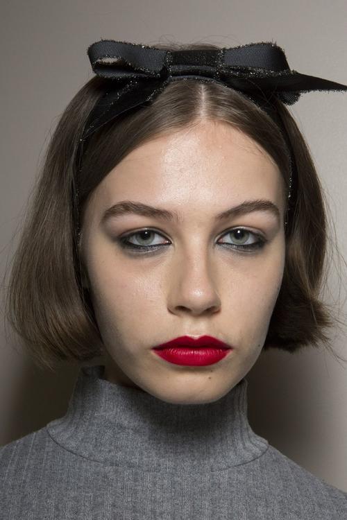 أحدث صيحات أكسسوارات الشعر التي شهدها شهر الموضة