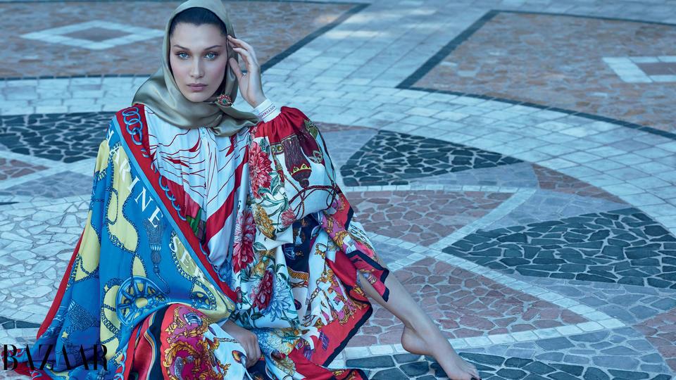 الجميلة بيلا حديد.. نجمة غلاف هاربرز بازار آرابيا لشهر أكتوبر