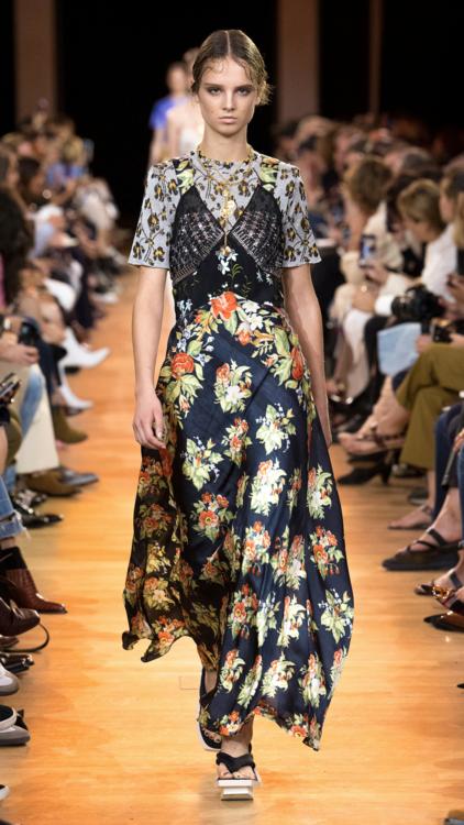 شاهدي بالصور مجموعة أزياء Paco Robanne لربيع وصيف 2019