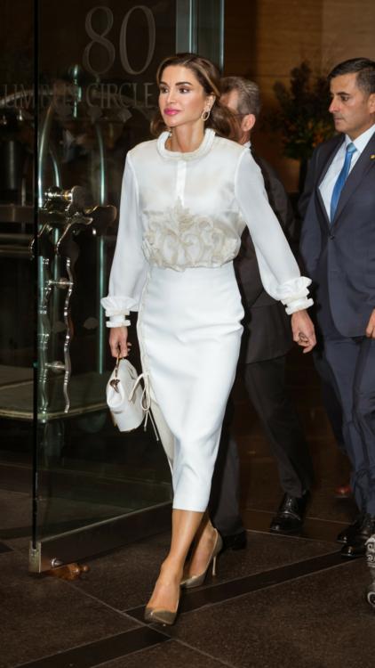 شاهدي 12 من أجمل إطلالات الملكة رانيا العبدالله لعام 2018