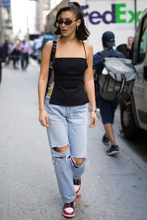 أجمل إطلالات بيلا حديد بأزياء الشارع