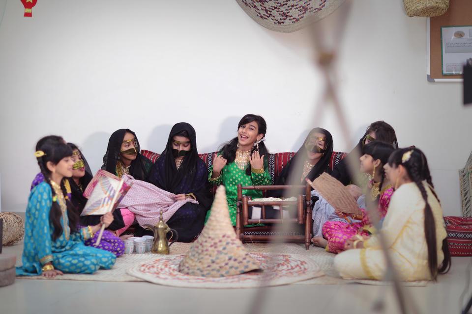 المخرجة الإماراتية نهلة الفهد تبرز مواهب الشباب في أعمال فنية وطنية هادفة