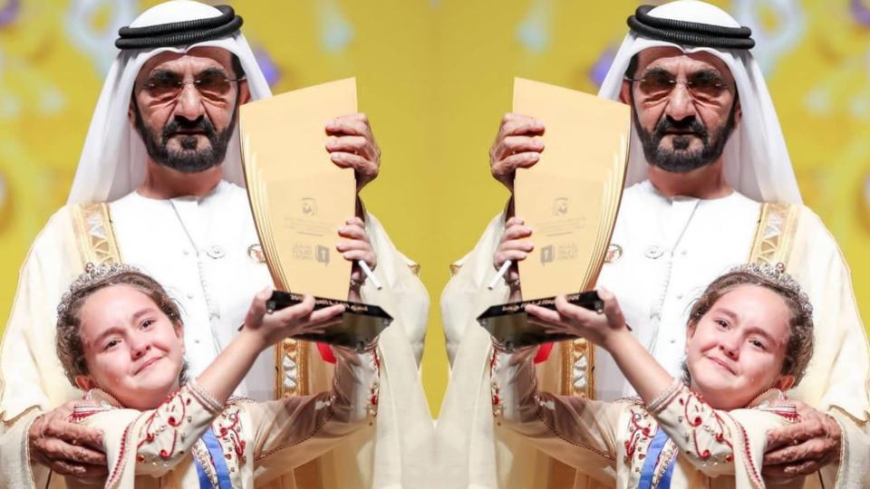 """حاكم دبي يتوج الطفلة المغربية مريم أمجون بطلة لـ""""تحدي القراءة العربي"""" ويكفكف دموعها"""