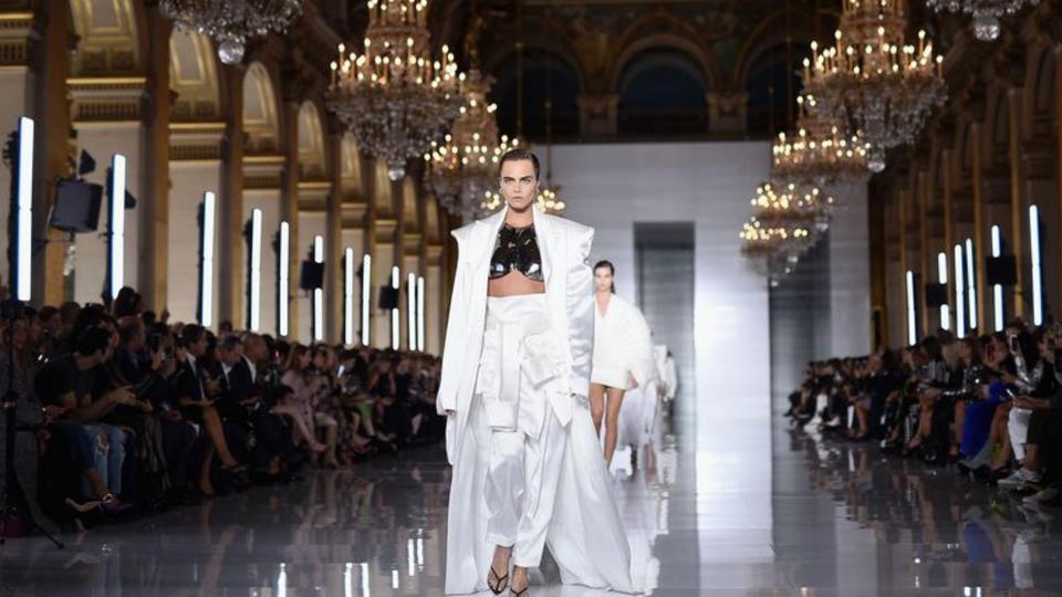 بالمان تعود للمشاركة في فعاليات باريس للأزياء بعد 16 عاماً من الغياب